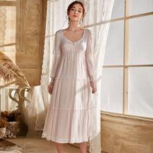 Nachtkleid mit Schleife vorn, Rueschenbesatz und Netzstoff