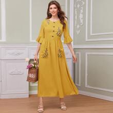 Kleid mit Glockenaermeln, Blumen Stickereien und Taschen Flicken