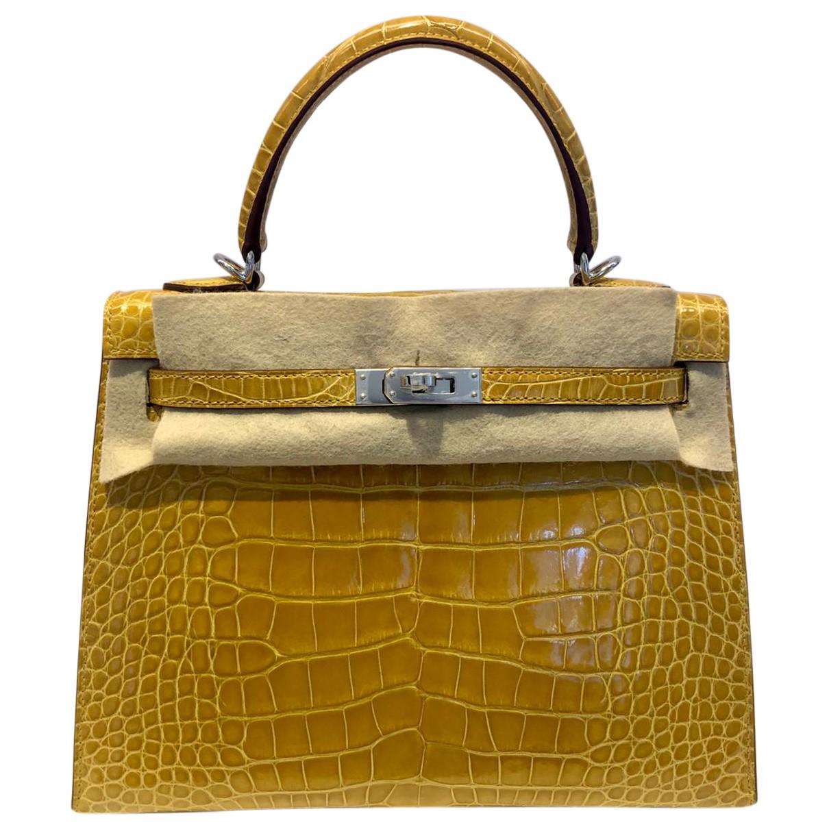 Hermes Kelly 25 Handtasche in  Gelb Aligator