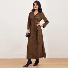 Kleid mit Muster, halber Knopfleiste und Revers Kragen