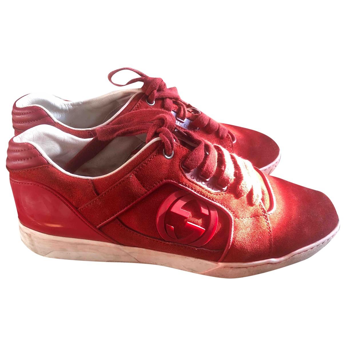 Gucci \N Sneakers in  Rot Veloursleder