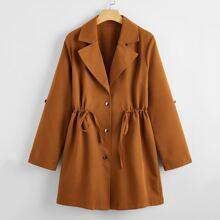 Abrigo con boton de cintura con cordon