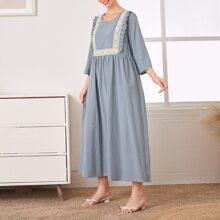 Kleid mit Kontrast Spitze und Rueschenbesatz