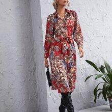 Kleid mit Paisley Muster, Knopfen und Guertel