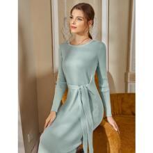 Einfarbiges figurbetontes Strick Kleid mit Knoten