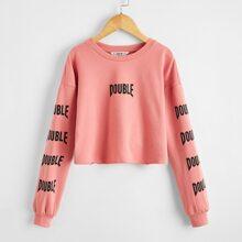 Crop Pullover mit sehr tief angesetzter Schulterpartie und Buchstaben Grafik