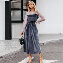 vestido de terciopelo con diseño de cinturon con malla dobby
