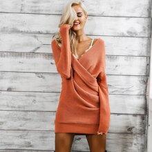 Kleid mit sehr tief angesetzter Schulterpartie