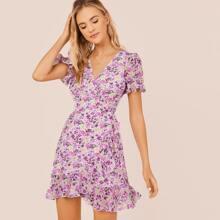 Kleid mit Guertel und Blumen