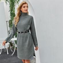 Pullover Kleid mit hohem Kragen und seitlichem Schlitz ohne Guertel
