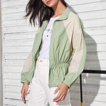 Zweifarbige Jacke mit Kragen, Reissverschluss und Schosschen