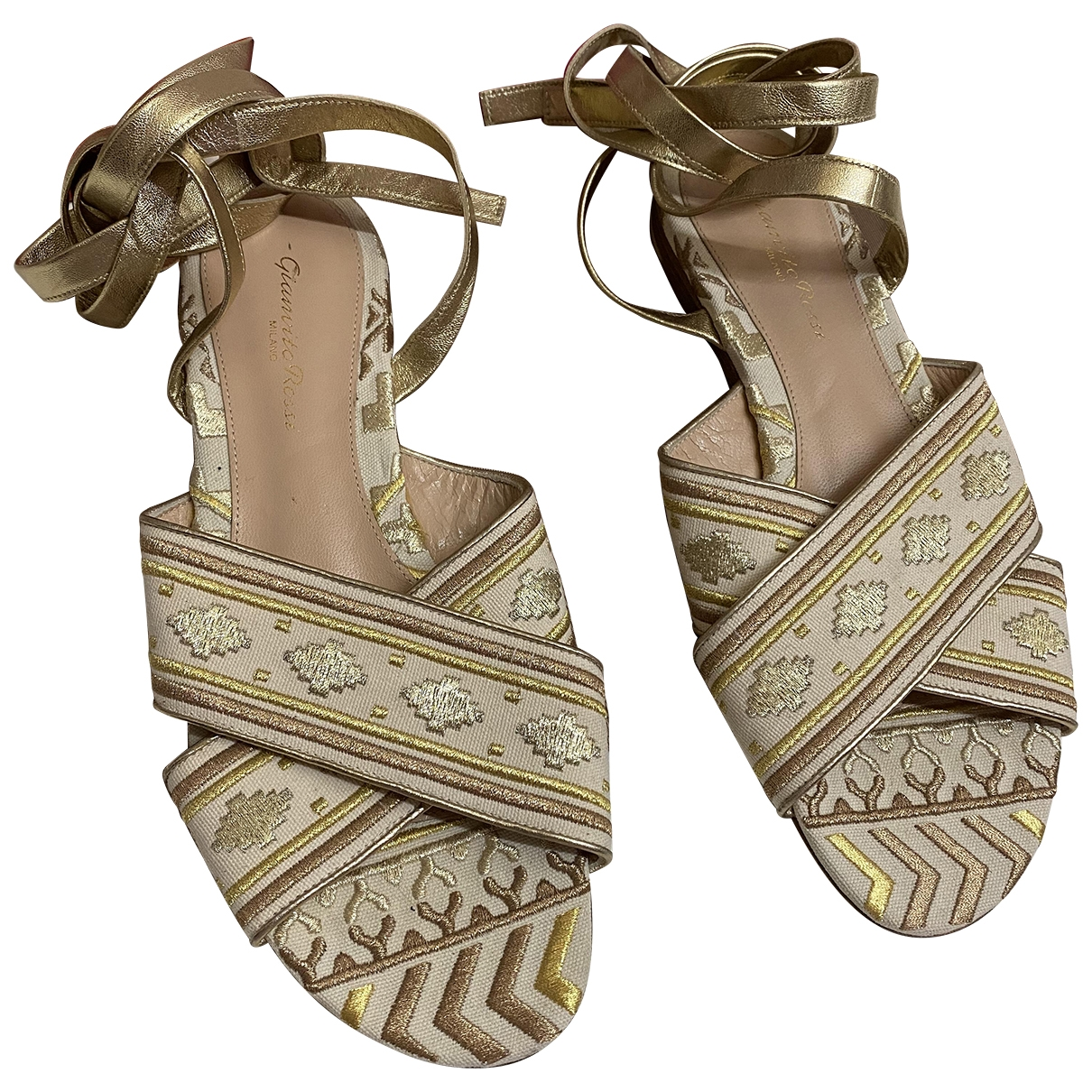 Gianvito Rossi \N Gold Leather Sandals for Women 39 EU