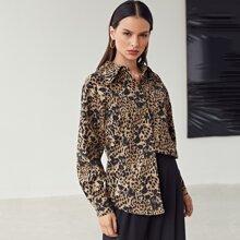 Camisa de leopardo con boton delantero
