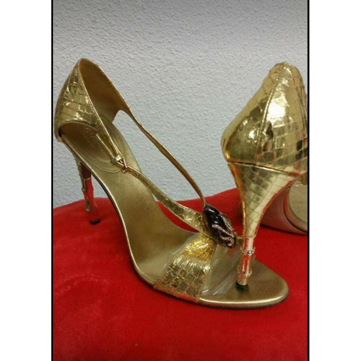 Gucci \N Sandalen in  Gold Leder