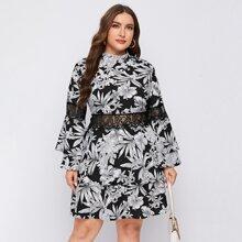 Kleid mit Blumen Muster, Stehkragen und Spitzeneinsatz