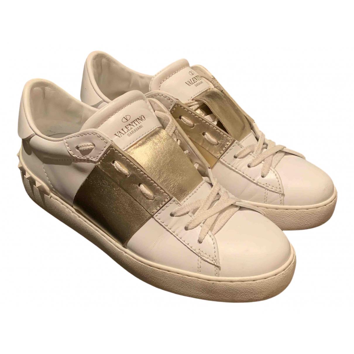 Valentino Garavani Open Sneakers in  Gold Leder