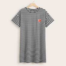 T-Shirt Kleid mit Herzen Muster, sehr tief angesetzter Schulterpartie und Streifen