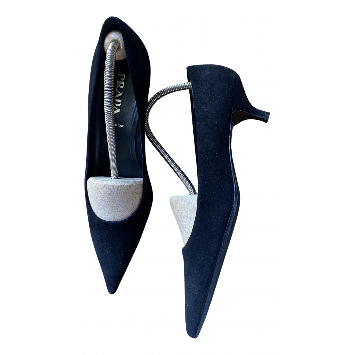 Prada \N Pumps in  Schwarz Veloursleder