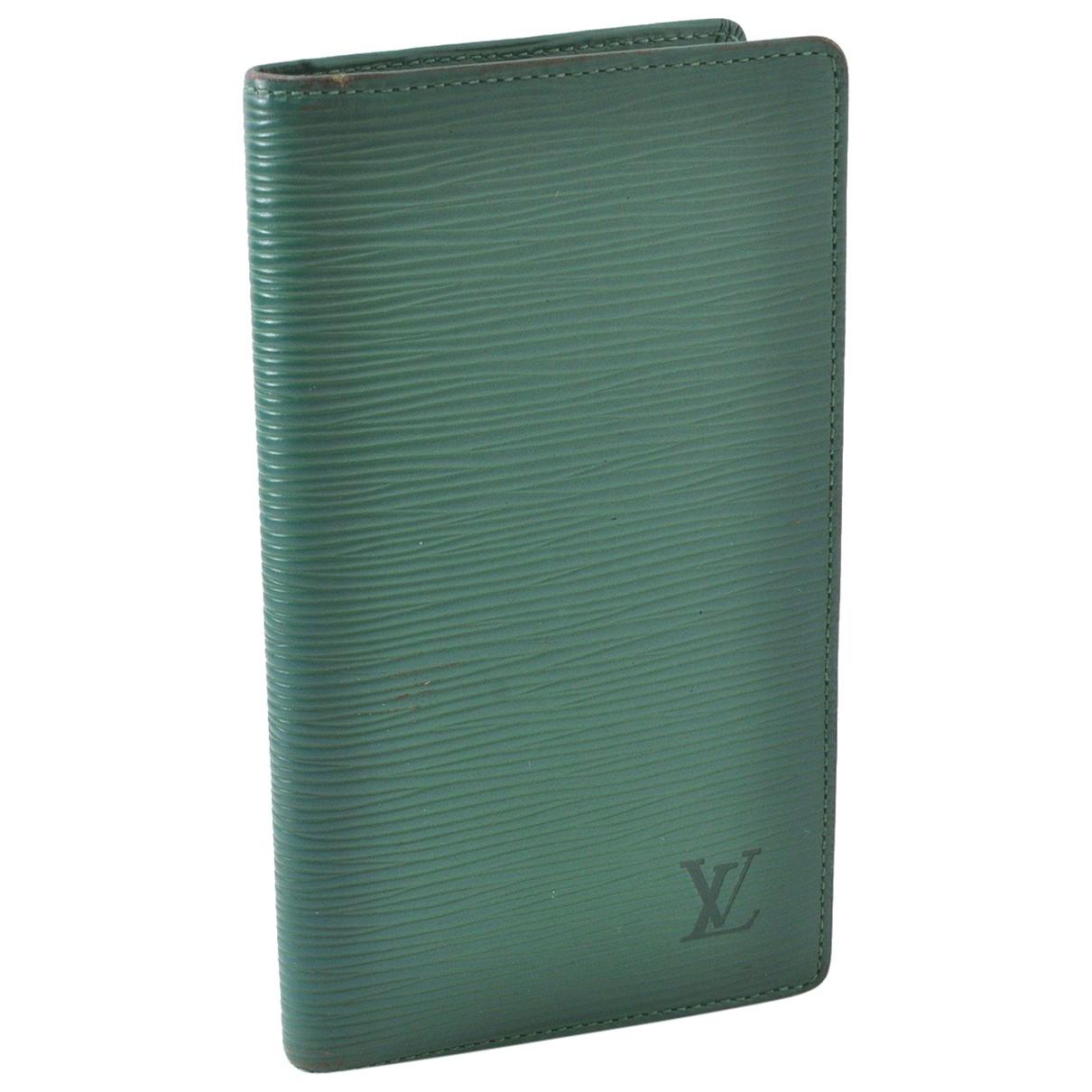 Louis Vuitton \N Portemonnaie in  Gruen Leder