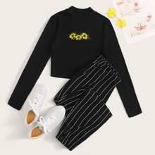 Conjunto de camiseta con bordado de flor con pantalones deportivos de rayas