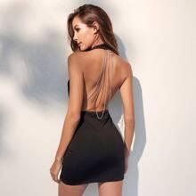 Kleid mit mehrschichtigen Kette hinten und Neckholder