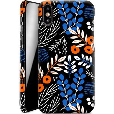 Apple iPhone XS Smartphone Huelle - Forest Floor von Jenna Kunnas