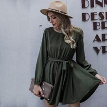 Einfarbiges A-Linie Kleid mit Guertel