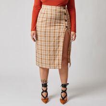 Falda de cuadros bajo con abertura con boton