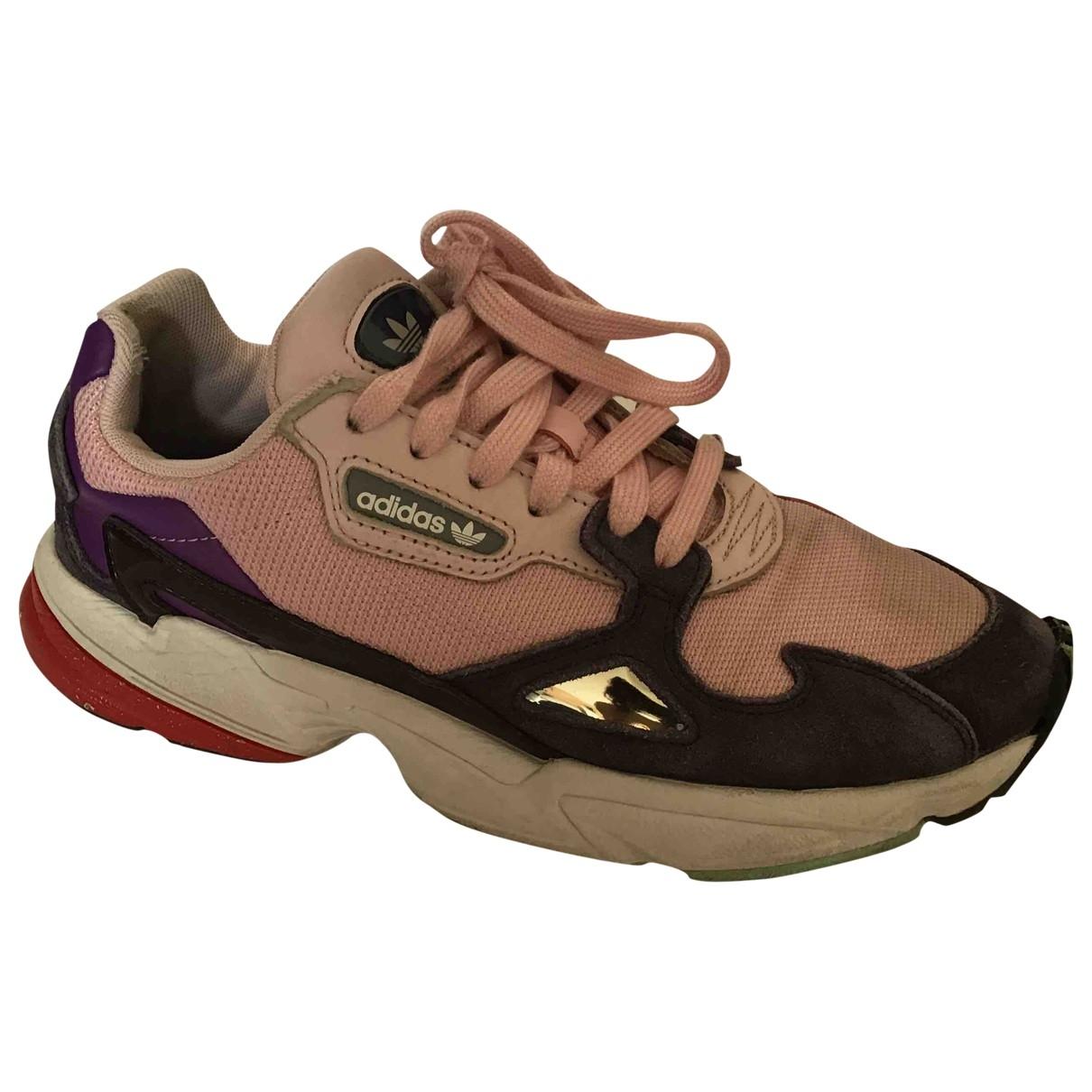 Adidas Falcon Sneakers in  Rosa Kautschuk