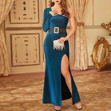 Kleid mit einer Schulter, Schlitz und Glitzer