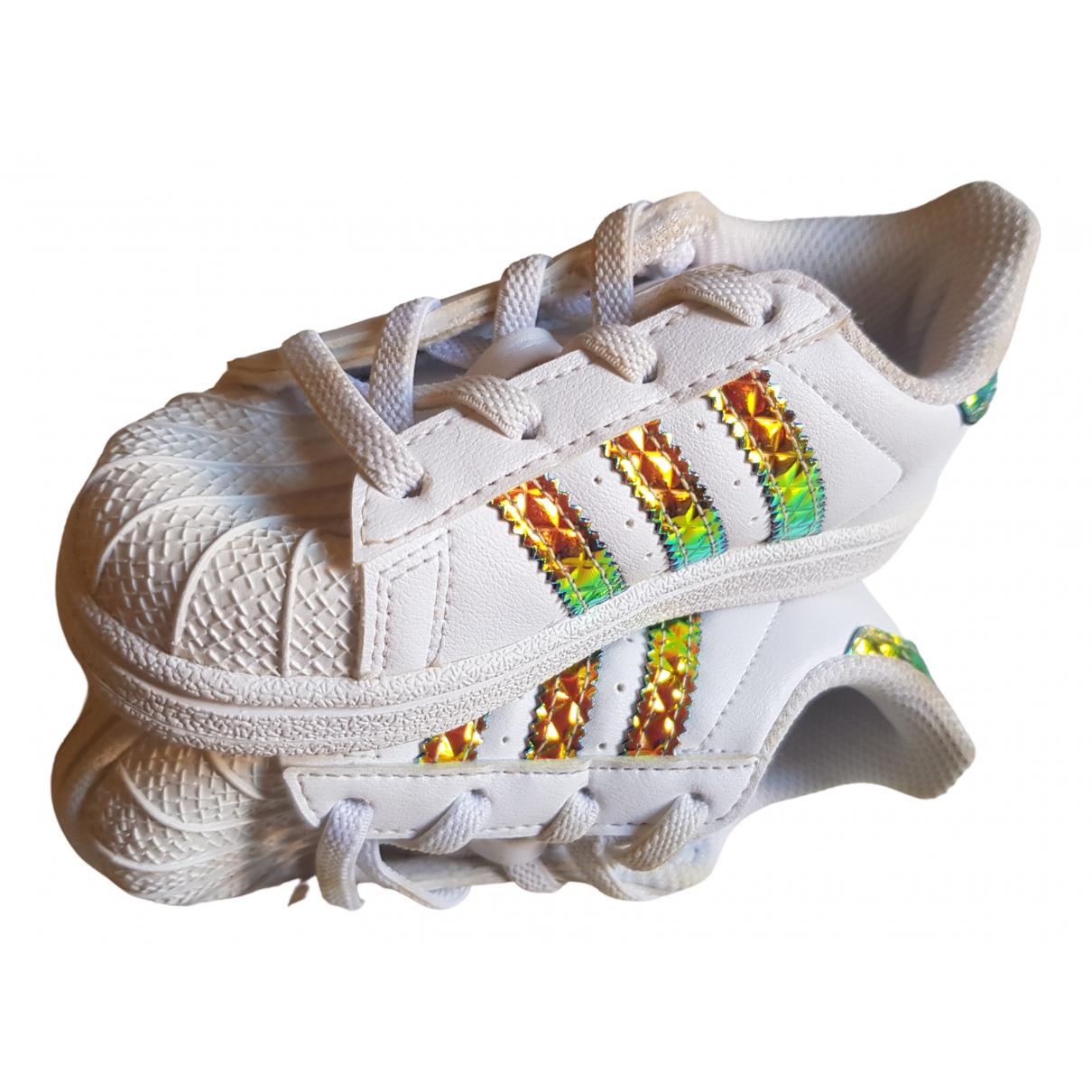 Adidas Superstar Sneakers in  Weiss Leder