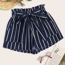 Shorts mit Streifen und Band vorn