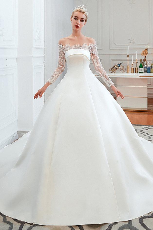Robe de mariee princesse en satin a manches longues en dentelle romantique   Robes de mariee princesse avec train cathedrale