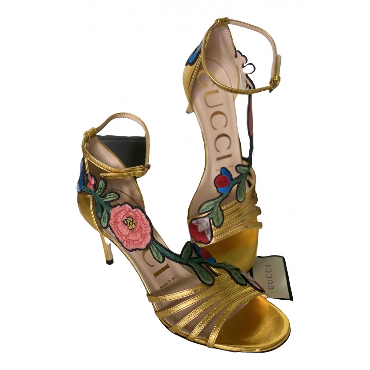Gucci \N Pumps in  Gold Leder