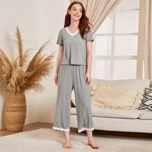 Pajama Set mit Kontrast Spitzen und V-Kragen