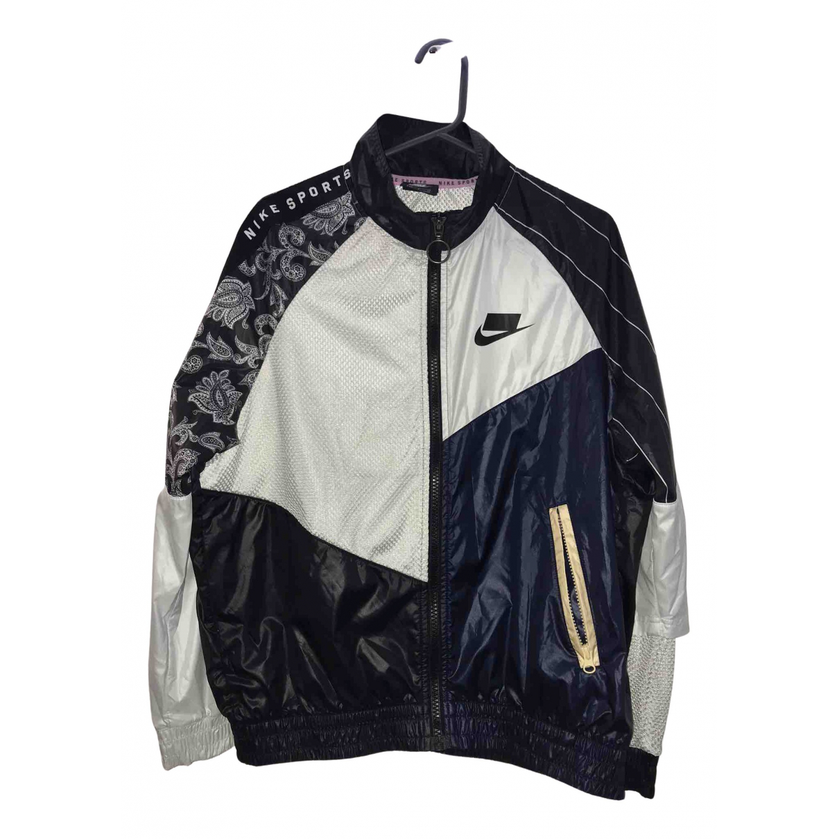 Mono Nike