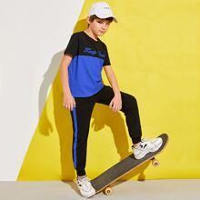 Conjunto camiseta de color combinado con estampado de letra con pantalones deportivos
