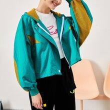 Jacke mit sehr tief angesetzter Schulterpartie, Kontrast Netzstoff Einsatz, Reissverschluss und Kapuze