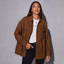 Einfarbiger Kord Mantel mit sehr tief angesetzter Schulterpartie und Taschen Klappe