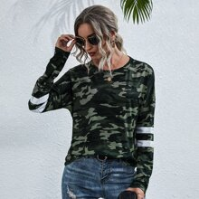 T-Shirt mit Camo Muster, Streifen und sehr tief angesetzter Schulterpartie