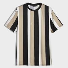 Maenner T-Shirt mit Buchstaben Grafik und Streifen