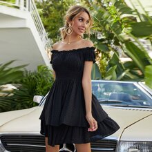 Schulterfreies Kleid mit Punkten Muster und Rueschenbesatz
