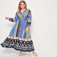 Kleid mit Blumen & Stamm Muster und seitlichem Band