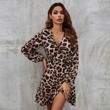 Wickelkleid mit Leopard Muster und seitlichen Knoten