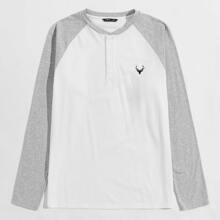 T-Shirt mit Hirsch Stickereien und Knopfen