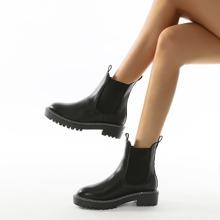 Minimalistische Chelsea Stiefel mit runder Zehenpartie