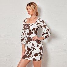 Schulterfreies Kleid mit Kuh Muster, Band vorn und geraffter Taille