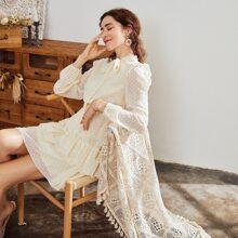 Kleid mit Batik, Rueschenbesatz, Punkten Muster und mehrschichtigem Saum