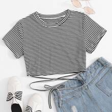 T-Shirt mit Kreuzgurt und Streifen Muster