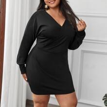 Einfariges Kleid mit V-Ausschnitt vorn